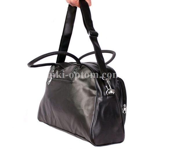 Спортивная сумка классического дизайна